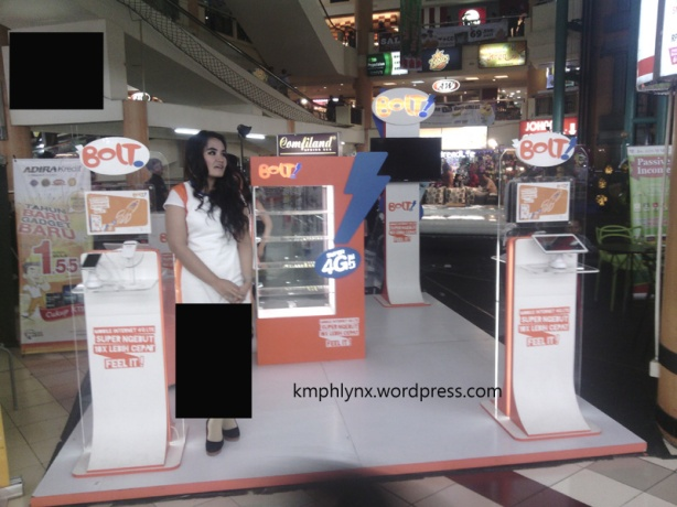 pameran di salah satu pusat belanja di Jakarta