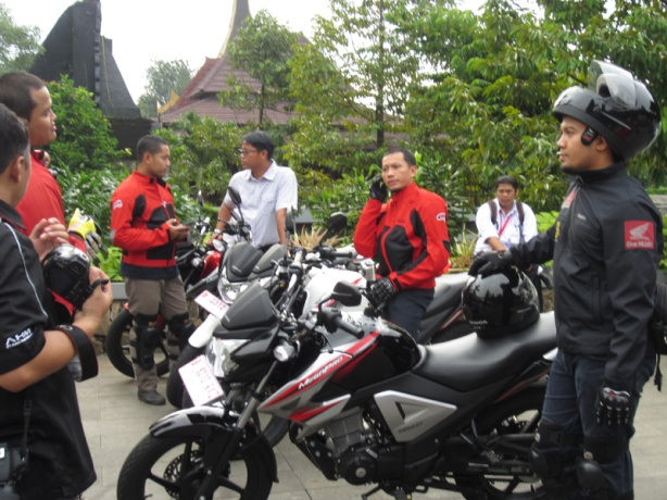 persiapan dan briefing sebelum test-ride